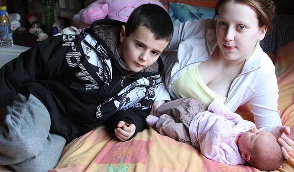 Alfie Patten; Chantelle Stedman e a filha Maisie Roxanne