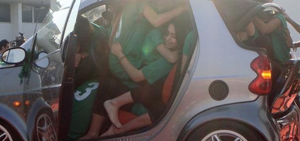 19-raparigas-num-carro